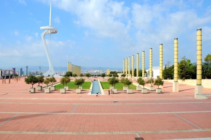 Olympijský štadión a Torre de Calatrava