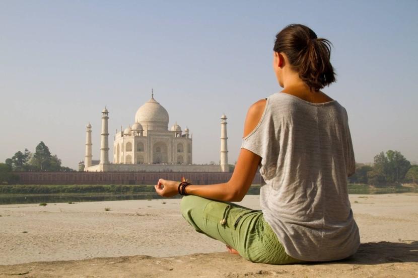 Meditujte v Tádž Mahale