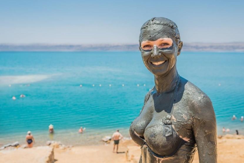 Natrite sa bahnom z Mŕtvého mora