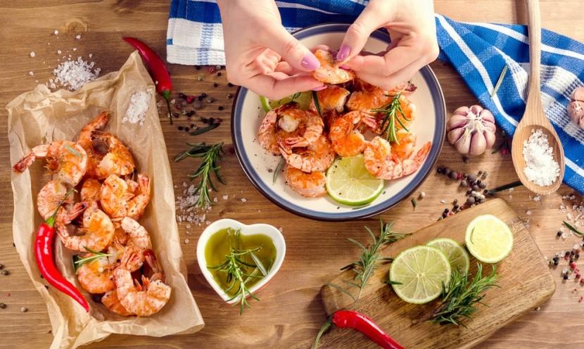 Nelúpané krevety môžeme jesť rukou