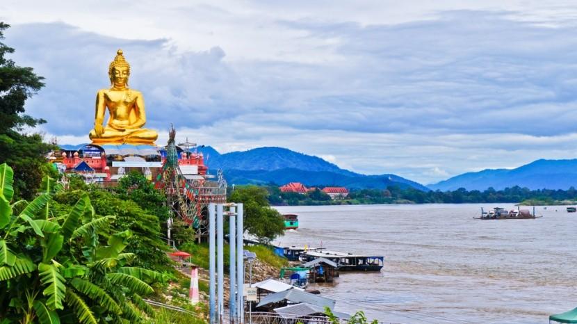 Zlatý Budha na brehoch Mekongu