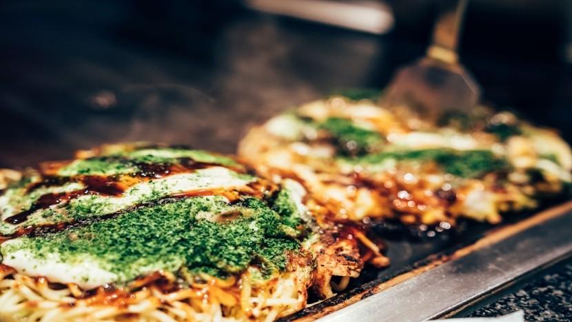 Okonomiyaki: japonská pizza z kapustového ces