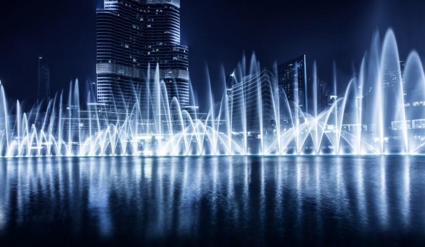 Tancujúca fontána v Dubaji