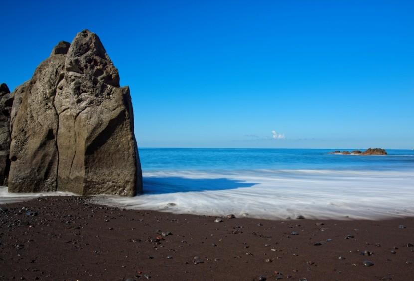 Slávna pláž Praia Formosa na Madeire