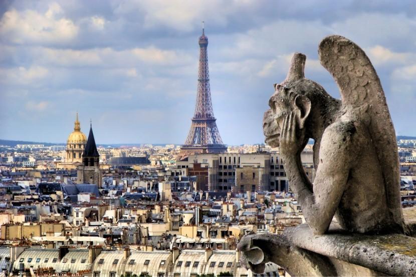 Chrlič na Notre Dame s Eiffelovkou