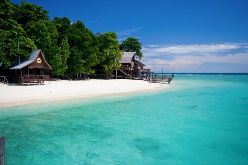 Borneo má okrem pralesov aj božské pláže