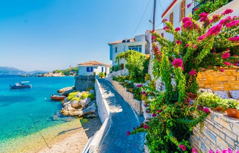 Dedinka Kokkari na ostrove Samos, Grécko