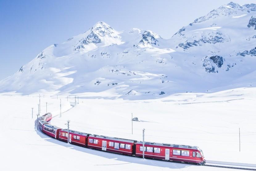 Cesta vlakom zasneženým Švajčiarskom