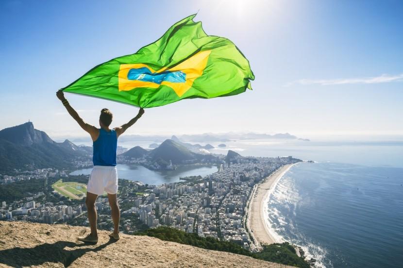 Brazílska vlajka nad Brazíliou