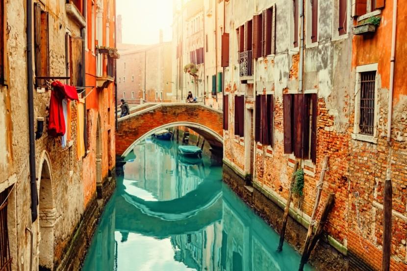 Kanály a gondoly v Benátkach