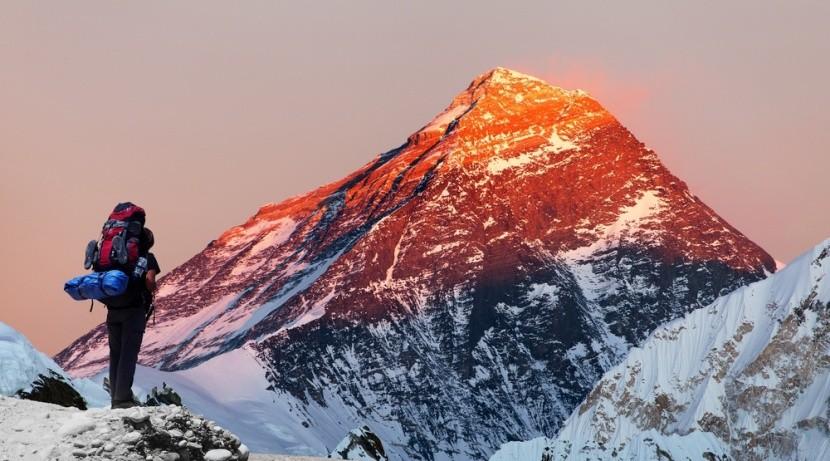 Východ slnka pri výšlape na Everest